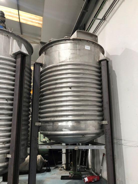 Reactor acero inoxidable 8.000 litros con agitacion y media caña de segunda mano
