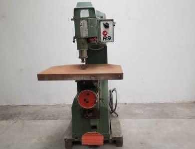 SCM R9 Vertical milling machine