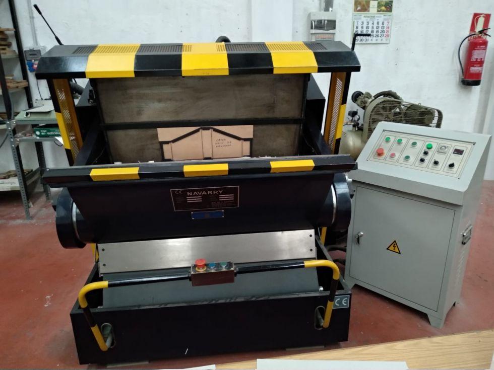 Troqueladora manual 72x104 cm.