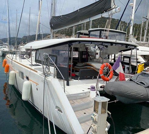 Catamarán de 13,96 m de eslora