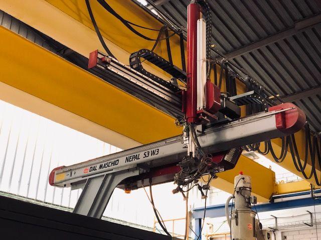 Inyectora termoplástico 820 ton