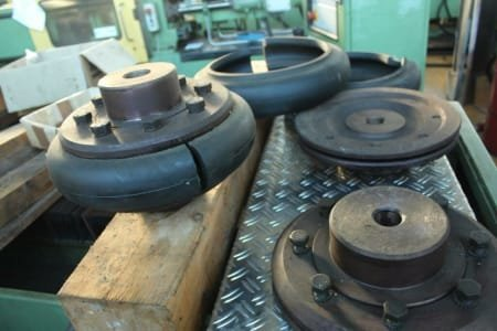 2 rubber couplings