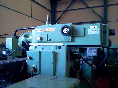 Fresadora Universal LAGUN FCM-152 con visualizadores digitales y accesorios