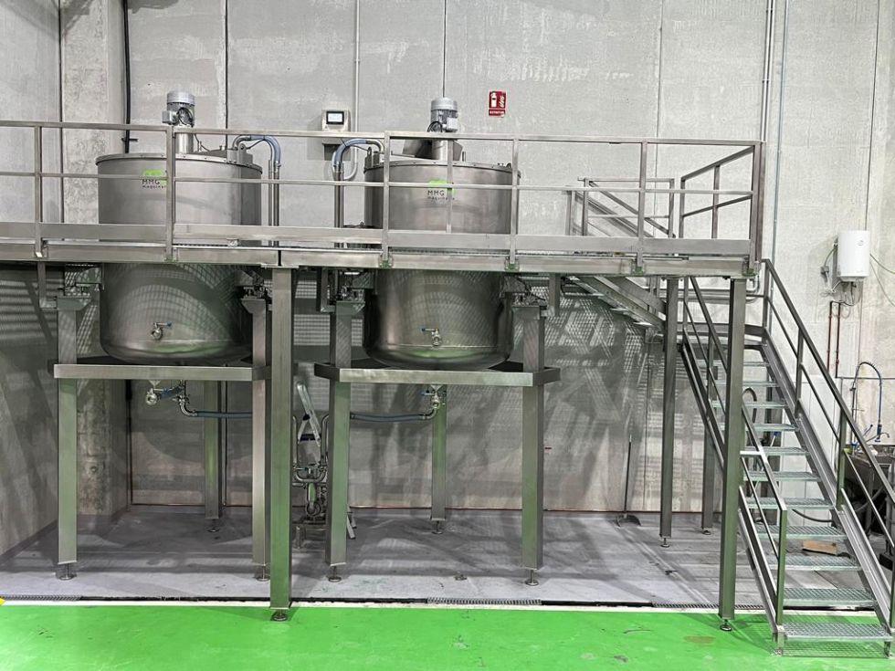 Bancada en acero inoxidable de dos depósitos con agitador y células de carga