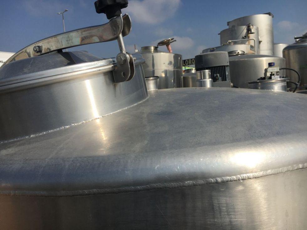Depósito 1.500 litros sencillo con estructura de fácil manipulación