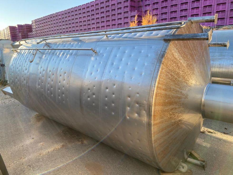 Depósito de 10.000 litros con camisas para agua