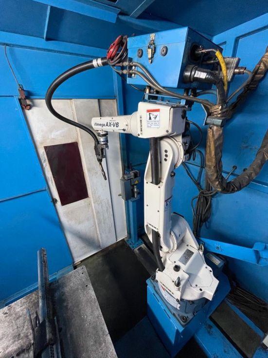 Robot de soldadura con equipo sinergico