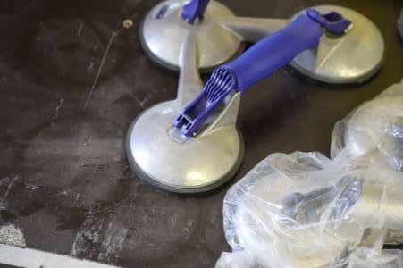 lot glass pane vacuum cleaner