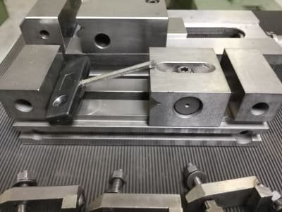 2 Precision Vices and 1 3-Jaw Chuck