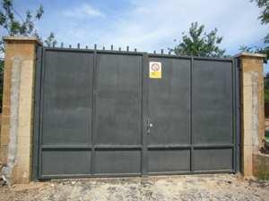 Porta metàl·lica doble