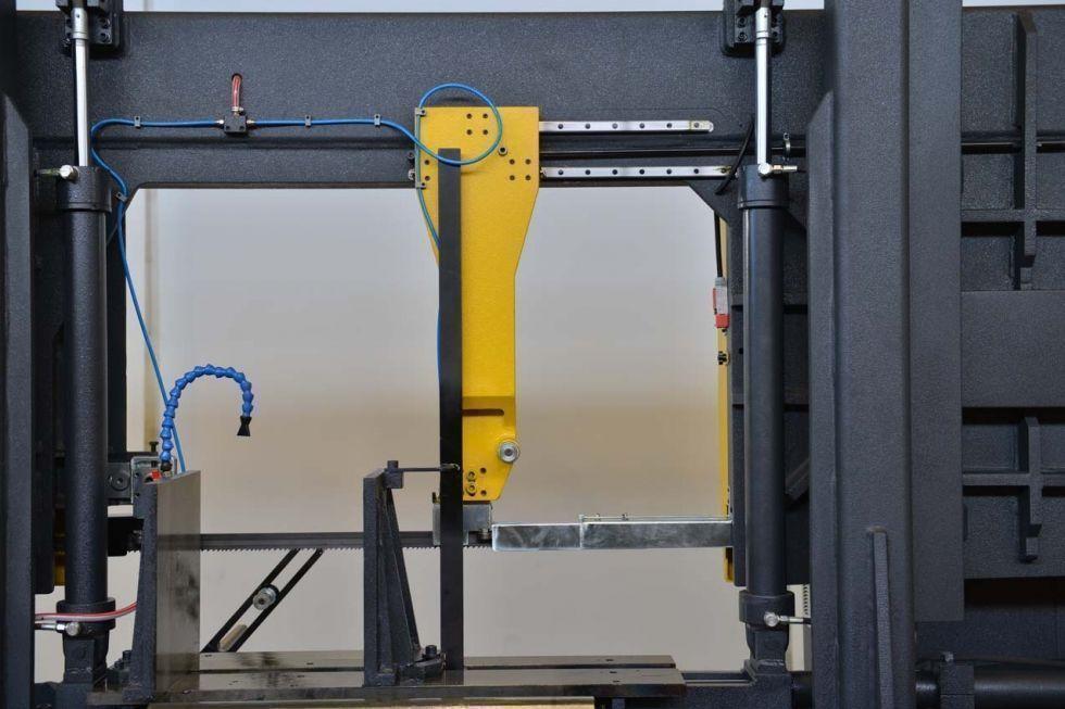 Sierra de cinta semi-automatica de gran capacidad 820 x 800 mm