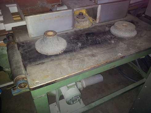 Maquina fresadora, amoladora para cantos de espuma