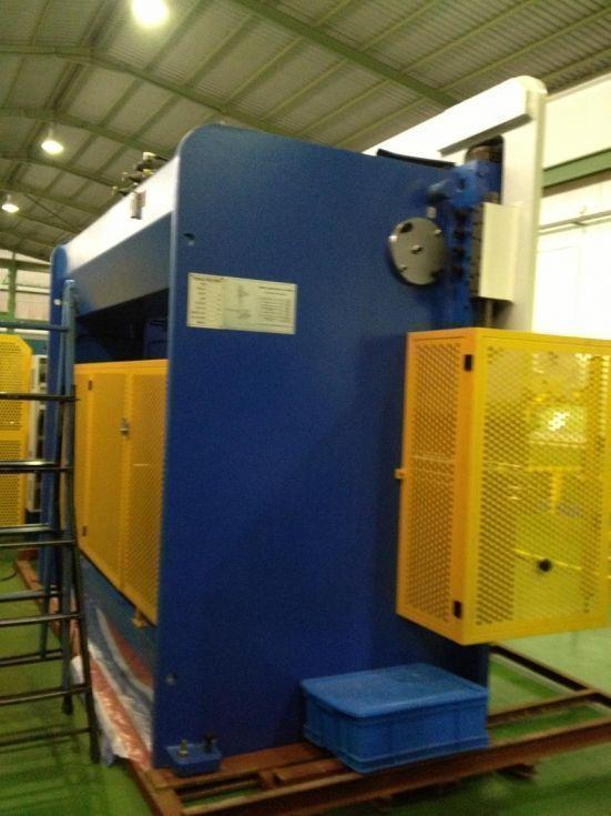 Plegadora hidraulica con CNC a 2 ejes (X, Y)