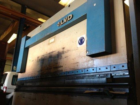 Plegadora hidráulica sincronizada LVD PPBL 200/40 de 4.000x200t