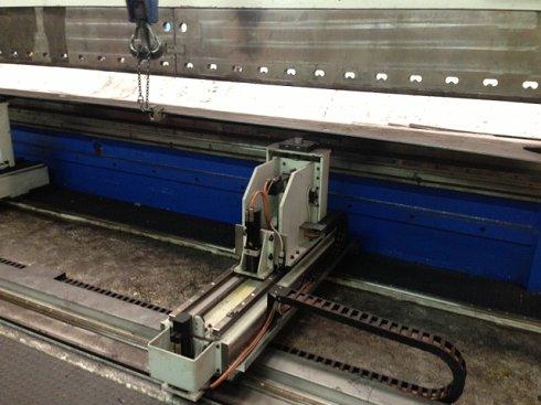 Plegadora Electrónica a 8 ejes de 10.500x1.500t