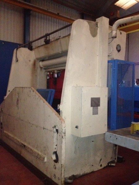 Plegadora hidráulica Ajial de 3.000x170t con CNC Fagor a 2ejes