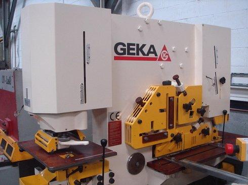 Cizalla punzonadora Geka HYD-80/S puesta a punto como nueva