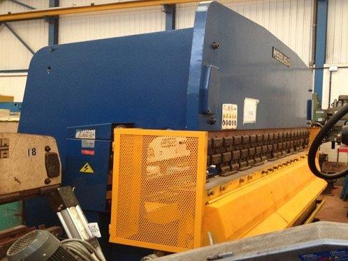 Plegadora hidráulica Mebusa de compensación hidráulica 4.000x200t