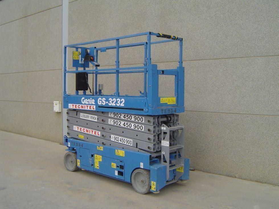 Plataforma tijera eléctrica 12 mts estrecha con estabilizadores