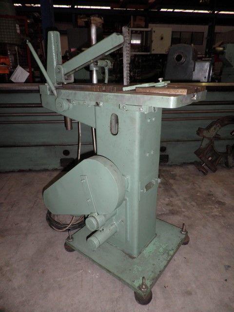 Máquina de mortajar vertical