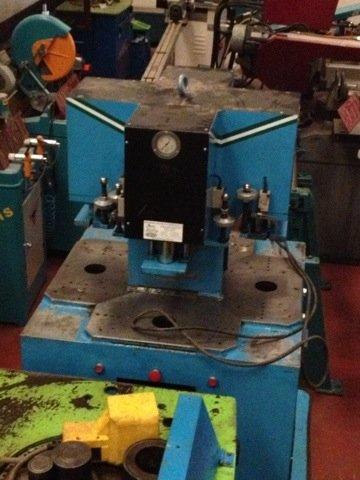 Prensa hidráulica RJL 6000x4 para aluminio