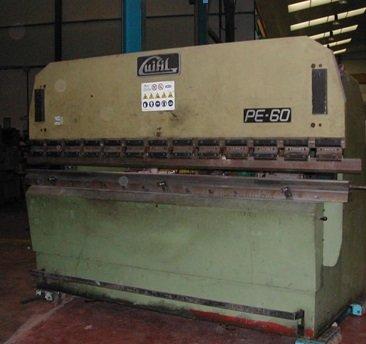 Plegadora hidráulica Guifil PE-2560 de 2.500x60t con CNC