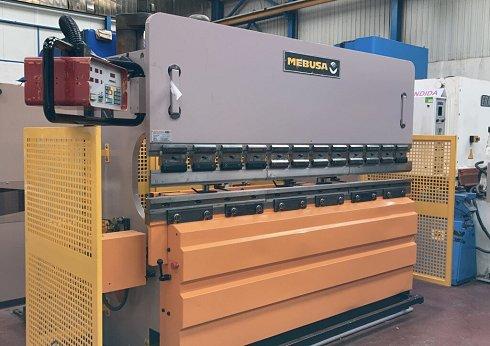 Plegadora hidráulica Mebusa PH25/90 de 2500x90t con CNC a 2 ejes
