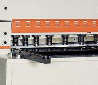 Cizalla hidráulica de corte vertical CNC FERRY CB-AV 6006 con ángulo variable