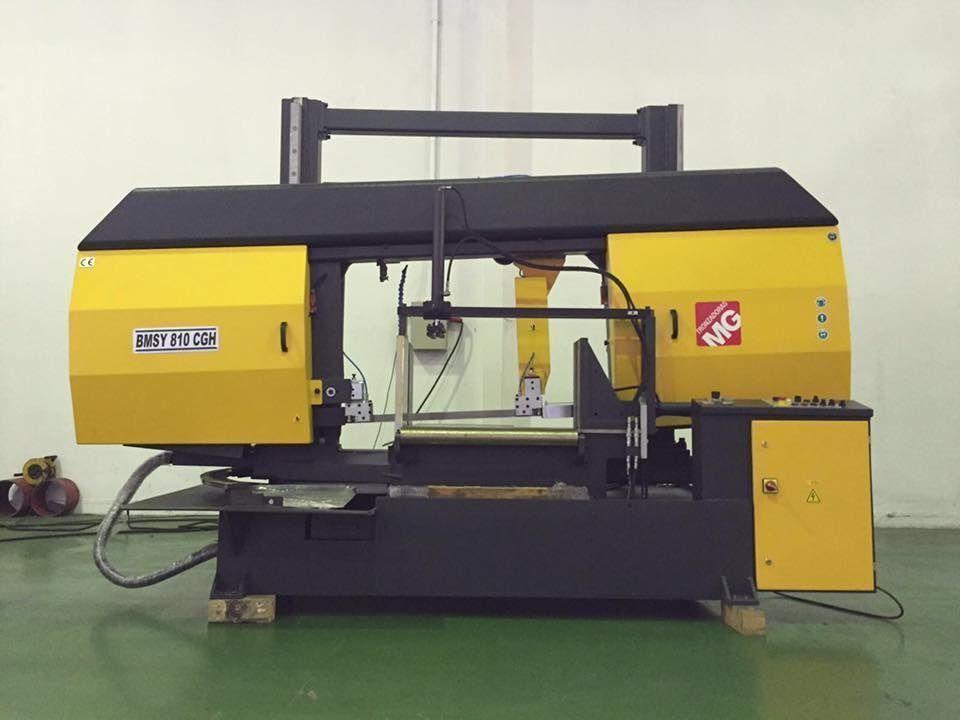 Sierra de cinta semi-automatica de doble columna, capacidad 810 mm diámetro de corte