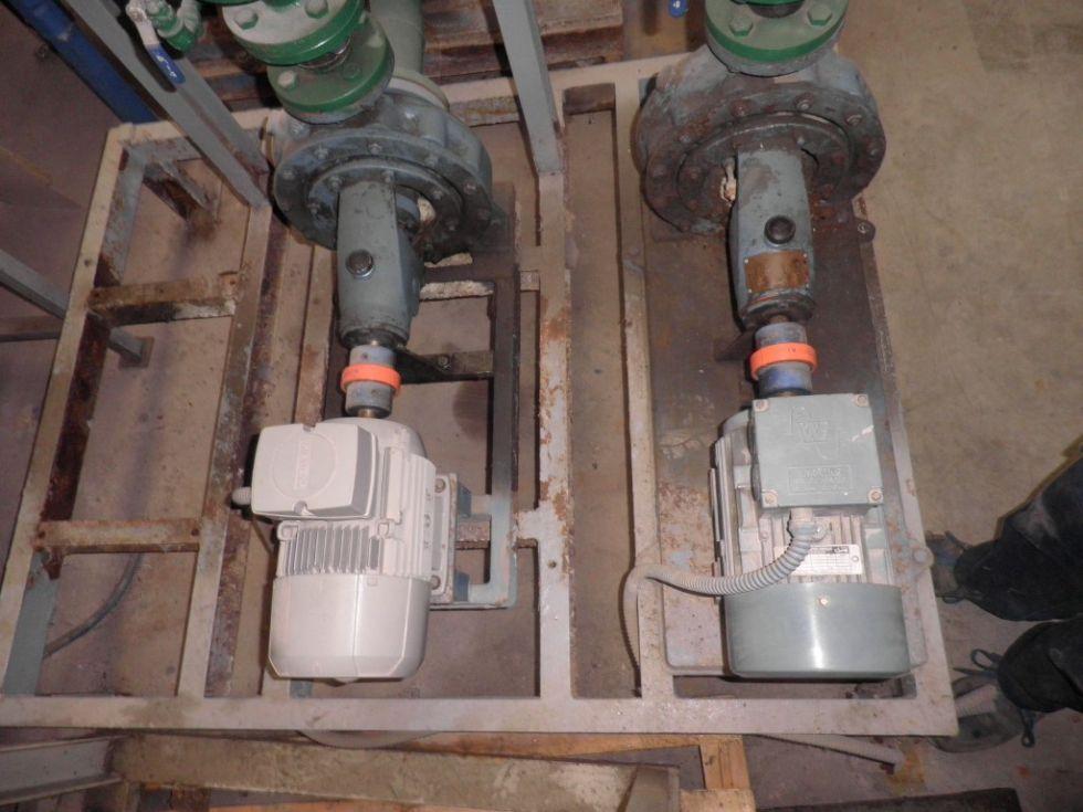 Equipo compuesto por 3 bombas centrifugas interconectadas a una salida.