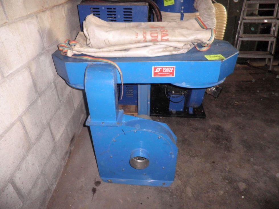 Aspirador industrial de carpintería de dos sacos.