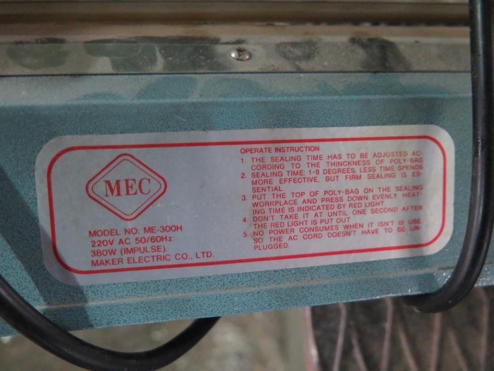 GT-2241 Selladora de sacos por calor, marca MEC de 300mm de ancho.
