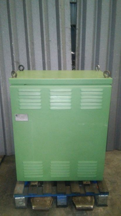 Transformador primario 460-380V, secundario 380-330 V de 65 KVA.