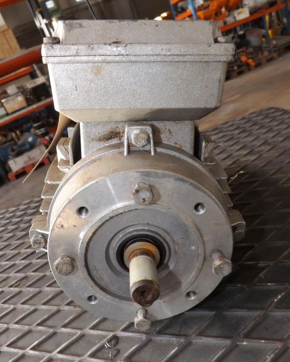 Motor eléctrico 0,55Kw; eje Ø 14mm