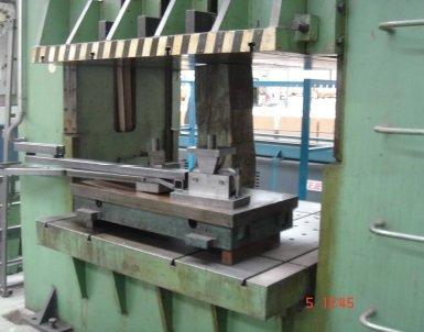 Prensa hidráulica de embutición Loire EKDS 200-80 de 200t con mesa de 1.500x1.500mm