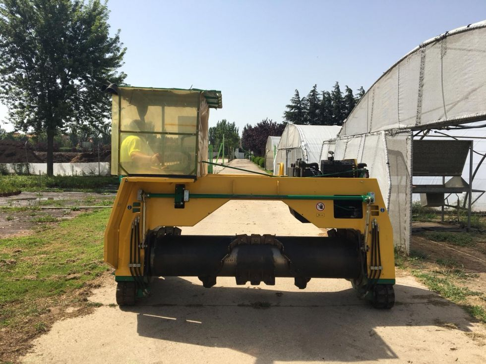Volteadora autónoma de compostaje