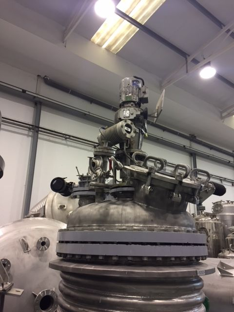 Reactor 800 l inox con agitacion y media caña