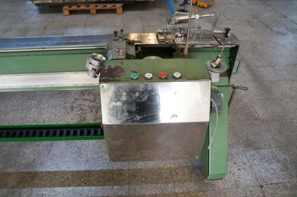 Maquina de coser al ancho