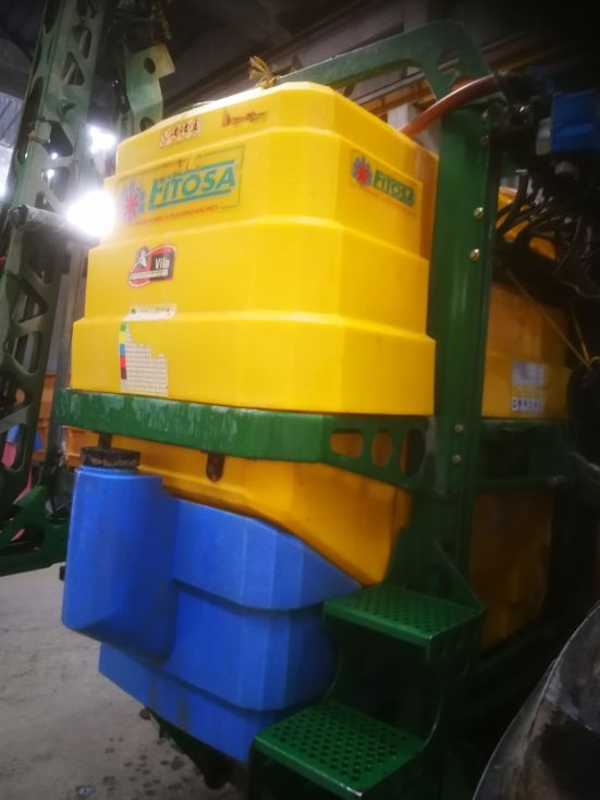 Maquina herbicida suspendida