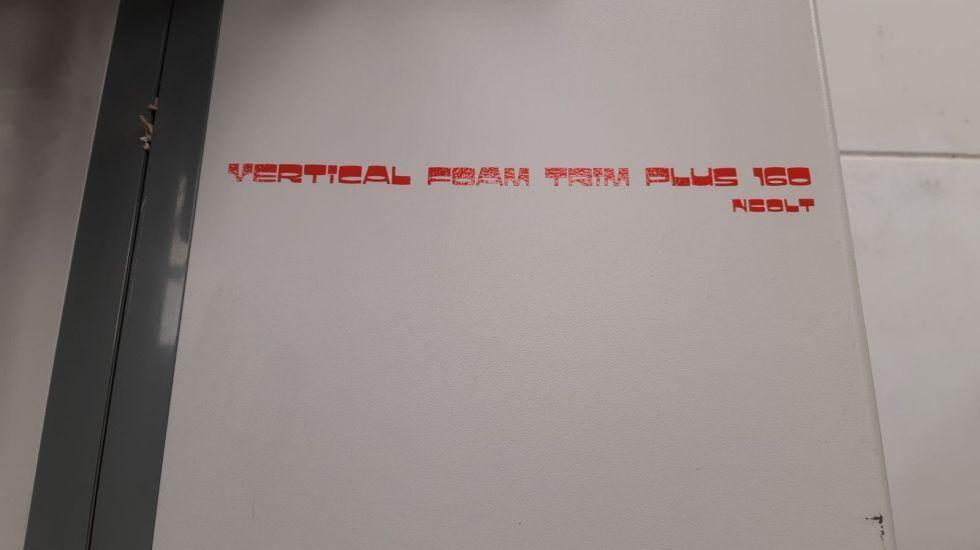 Cortador vertical cartón pluma