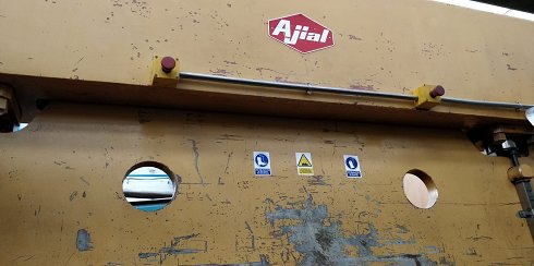 Plegadora hidráulica Ajial de 3.000x90t con tope trasero manual