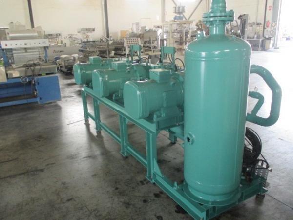 Bancada de tres compresores de frío con evaporadores, condensadores GEA y cuadro eléctrico