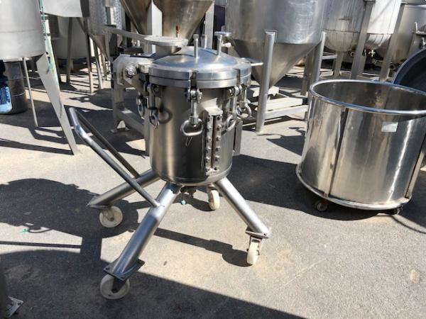 Deposito sencillo movil en acero inoxidable preparado para presión 110 litros