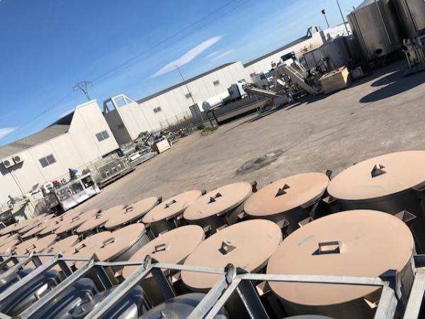Depositos contenedores en acero inoxidable con tapa capacidad 300 litros