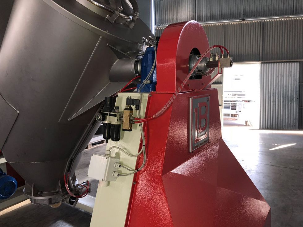 Mezcladora en V de acero inoxidable LB con rompedor capacidad 1.500 litros
