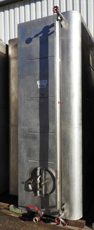 Depósito fabricado en acero INOX de 7,1m³