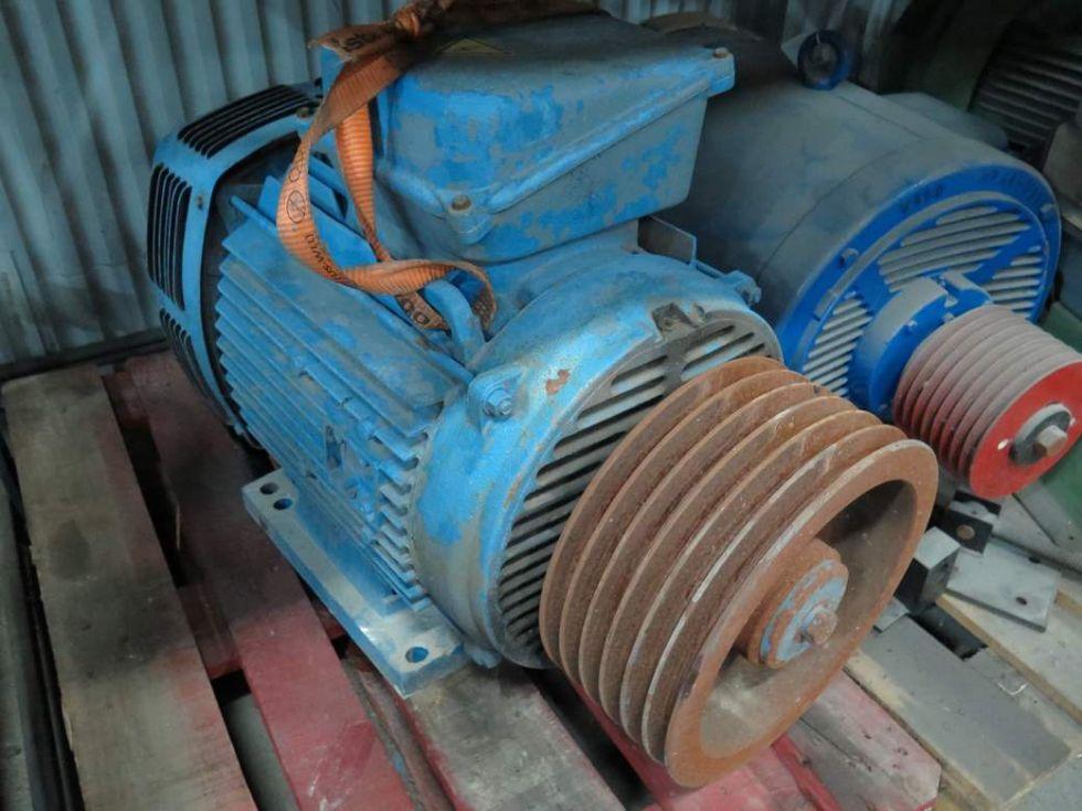 GT-2789 Motor marca Leroy Somer, corriente alterna de 75 KW (100cv). 1470 rpm, 380 de voltajes.