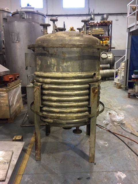 Deposito acero inoxidable 316l 850 litros talleres mores2 con media caña de segunda mano