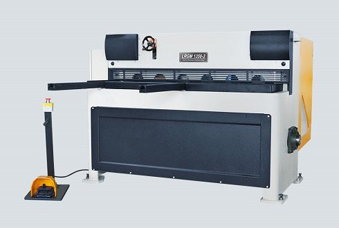 Cizalla electromecánica LRGM de 1.350x3mm