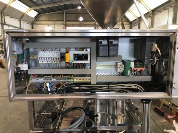Llenadora dosificadora automática de un pistón construida en acero inoxidable brillo espejo 316 L NU